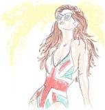 Κορίτσι μόδας σε ένα κοστούμι λουσίματος και τα γυαλιά ηλίου Στοκ φωτογραφία με δικαίωμα ελεύθερης χρήσης