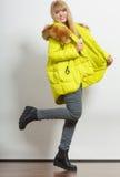 Κορίτσι μόδας στο σακάκι στοκ εικόνες