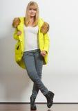 Κορίτσι μόδας στο σακάκι στοκ εικόνα με δικαίωμα ελεύθερης χρήσης