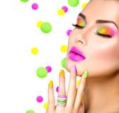 Κορίτσι ομορφιάς με ζωηρόχρωμο Makeup στοκ φωτογραφίες με δικαίωμα ελεύθερης χρήσης
