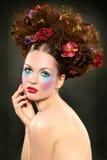 Κορίτσι ομορφιάς με το φωτεινό makeup στοκ εικόνες με δικαίωμα ελεύθερης χρήσης