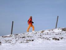 κορίτσι ορειβατών αναβάσ&eps Στοκ φωτογραφία με δικαίωμα ελεύθερης χρήσης