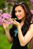 Κορίτσι λουλουδιών άνοιξη Στοκ φωτογραφία με δικαίωμα ελεύθερης χρήσης