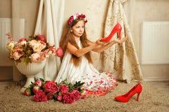 κορίτσι λουλουδιών λίγα Στοκ Εικόνα