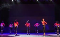 Κορίτσι ο σύγχρονος χορός κορίτσι-ισχίο-λυκίσκου ομάδα-μας Στοκ φωτογραφία με δικαίωμα ελεύθερης χρήσης