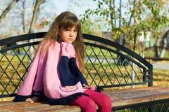 κορίτσι πάγκων λίγα στοχα Στοκ φωτογραφία με δικαίωμα ελεύθερης χρήσης