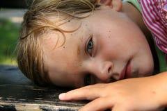 κορίτσι πάγκων που κουρά&zet Στοκ Φωτογραφίες