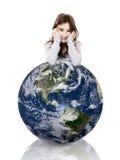 Κορίτσι πέρα από το πλανήτη Γη στοκ φωτογραφία