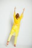 Κορίτσι πίσω σε κίτρινο Στοκ Φωτογραφία