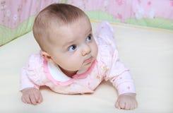 κορίτσι παχνιών μωρών Στοκ εικόνες με δικαίωμα ελεύθερης χρήσης