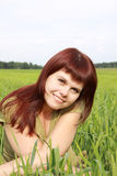 κορίτσι πεδίων πράσινο Στοκ φωτογραφία με δικαίωμα ελεύθερης χρήσης