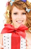Κορίτσι πεταλούδων με το δώρο Στοκ Εικόνα