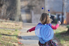 Κορίτσι πεταλούδων Στοκ Φωτογραφία