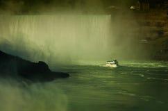 Κορίτσι πορθμείων της υδρονέφωσης στον ποταμό Niagara niagara πτώσεων Στοκ Εικόνα