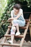 κορίτσι πορτών της Ασίας έπ&epsi Στοκ εικόνα με δικαίωμα ελεύθερης χρήσης