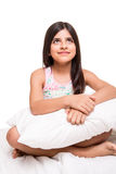Κορίτσι που αγκαλιάζει το μαξιλάρι Στοκ Φωτογραφία