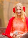Κορίτσι που ακούει τη χαλάρωση μουσικής mp3 Στοκ Εικόνα