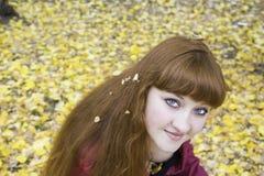 κορίτσι που ανατρέχει νέο Στοκ φωτογραφία με δικαίωμα ελεύθερης χρήσης