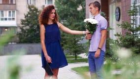 Κορίτσι που αρνείται το φίλο κατά την πρώτη ημερομηνία φιλμ μικρού μήκους