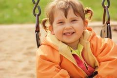 κορίτσι που γελά ελάχιστα Στοκ εικόνα με δικαίωμα ελεύθερης χρήσης