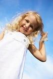 κορίτσι που γελά ελάχισ&tau Στοκ εικόνα με δικαίωμα ελεύθερης χρήσης