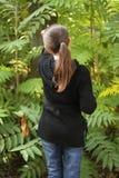 κορίτσι που εμφανίζει κάπ&o Στοκ Εικόνα