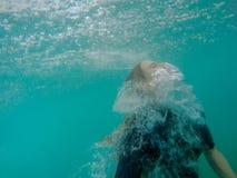 Κορίτσι που εμφανίζεται για τον αέρα Στοκ Εικόνες