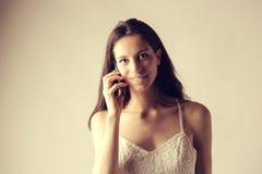 Κορίτσι που κάνει μια κλήση Στοκ Εικόνες