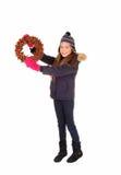 Κορίτσι που κρατά ένα στεφάνι επάνω στοκ εικόνες με δικαίωμα ελεύθερης χρήσης