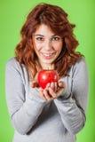 Κορίτσι που κρατά τη Apple Στοκ φωτογραφίες με δικαίωμα ελεύθερης χρήσης