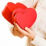Κορίτσι που κρατά τις χαριτωμένες καρδιές Στοκ φωτογραφίες με δικαίωμα ελεύθερης χρήσης