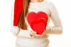 Κορίτσι που κρατά τις χαριτωμένες καρδιές Στοκ Εικόνες