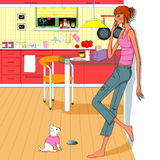 Κορίτσι που μιλά το κινητό τηλεφώνημα στην κουζίνα Στοκ Φωτογραφίες