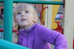 Κορίτσι που παίζει υπαίθρια 18577 Στοκ Φωτογραφίες