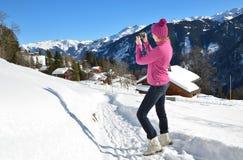 Κορίτσι που παίρνει μια φωτογραφία Στοκ φωτογραφία με δικαίωμα ελεύθερης χρήσης