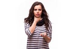 Κορίτσι που παίρνει τα χάπια από τον επικεφαλής πόνο, βήχας, ασθένεια στοκ εικόνα
