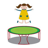 Κορίτσι που πηδά στο τραμπολίνο Στοκ Εικόνες