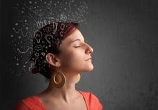 κορίτσι που σκέφτεται με τα αφηρημένα εικονίδια στο κεφάλι της Στοκ Φωτογραφία