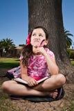 κορίτσι που σκέφτεται νέο στοκ φωτογραφία με δικαίωμα ελεύθερης χρήσης