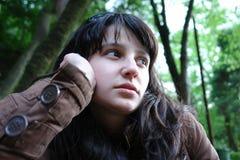 κορίτσι που σκέφτεται νέ&omicron Στοκ Εικόνες