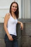 κορίτσι που στέκεται νέο στοκ εικόνα με δικαίωμα ελεύθερης χρήσης