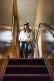 Κορίτσι που στέκεται Upstair Στοκ εικόνα με δικαίωμα ελεύθερης χρήσης