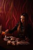 Κορίτσι που συμμετέχεται witchcraft Στοκ εικόνα με δικαίωμα ελεύθερης χρήσης