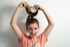 Κορίτσι που τραβά μακρύ σε τριχωτό του Στοκ Εικόνες