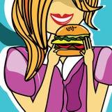 Κορίτσι που τρώει εύγευστο cheeseburger Στοκ Εικόνες