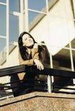 Κορίτσι που υπερασπίζεται το κιγκλίδωμα Στοκ φωτογραφία με δικαίωμα ελεύθερης χρήσης
