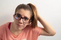κορίτσι που φαίνεται καθ Στοκ Εικόνες