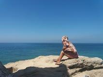 Κορίτσι που φαίνεται ο seay Στοκ φωτογραφία με δικαίωμα ελεύθερης χρήσης