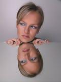 κορίτσι που φαίνεται makeup κα Στοκ εικόνες με δικαίωμα ελεύθερης χρήσης