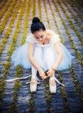 Κορίτσι που φορά ένα φόρεμα χορού μπαλέτου στοκ εικόνα με δικαίωμα ελεύθερης χρήσης